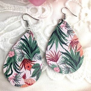 STUNNING LEAFY FLORAL EARRINGS